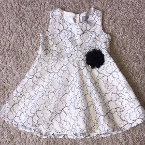 Beautiful lace lined dress with flower accent.